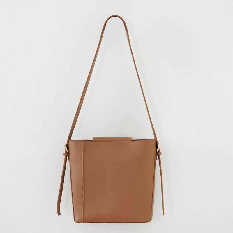 Two Way Buckle Shoulder Bag_ Brown