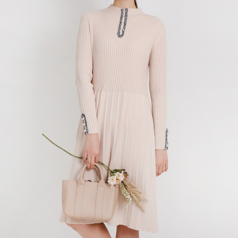 Pearl Turtle Neck Soft Knit One-piece_Beige