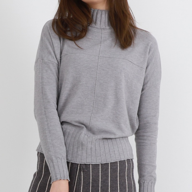 Cross Square Half Turtle Neck Soft Knit Tee_Gray