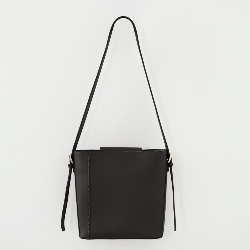Two Way Buckle Shoulder Bag_ Black