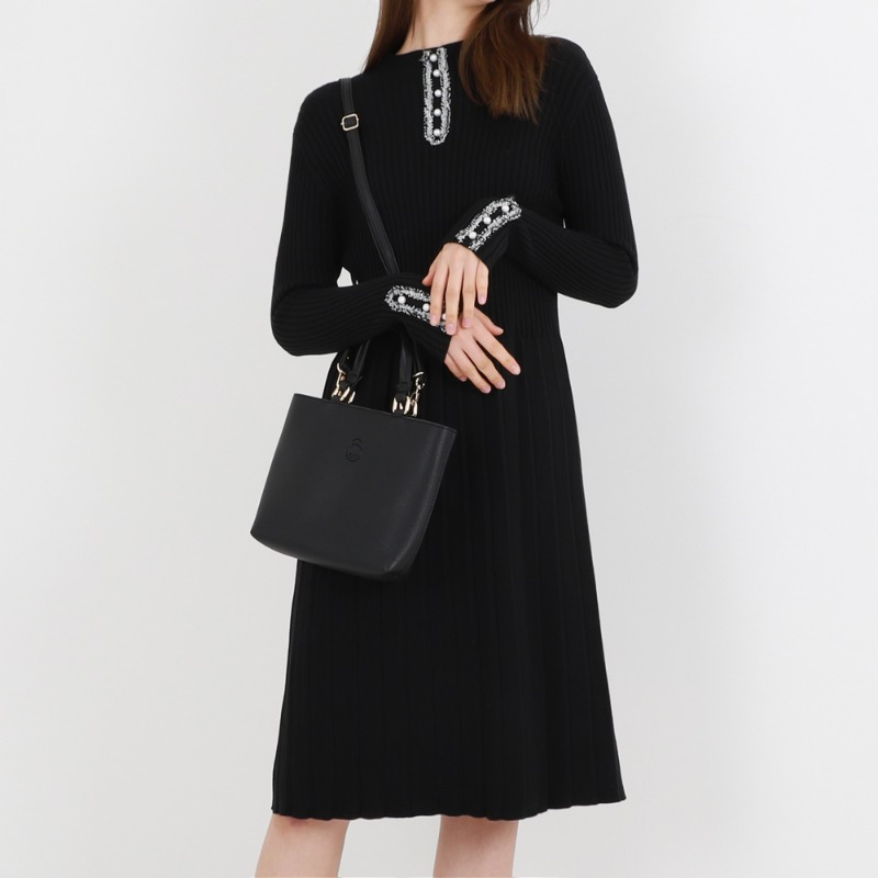 Pearl Turtle Neck Soft Knit One-piece_Black